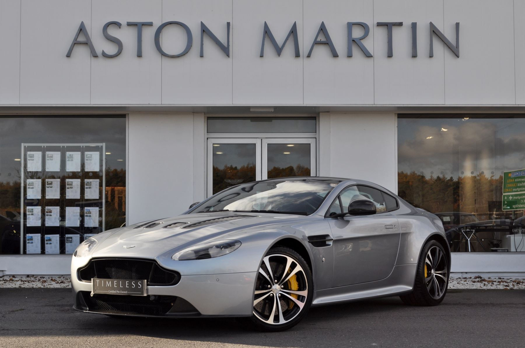 Aston Martin V12 Vantage S Coupe S 2dr Sportshift 6.0 Sports Shift Coupe (2014) image