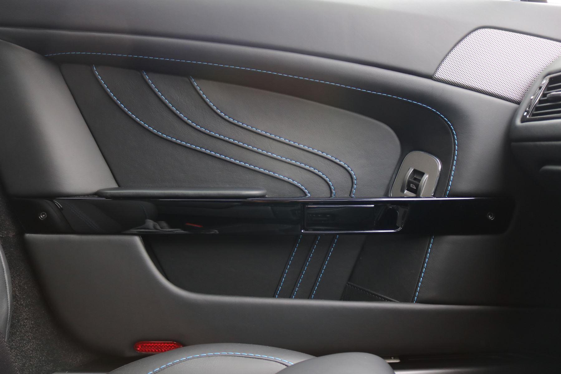Aston Martin V8 Vantage S S 2dr Sportshift image 18