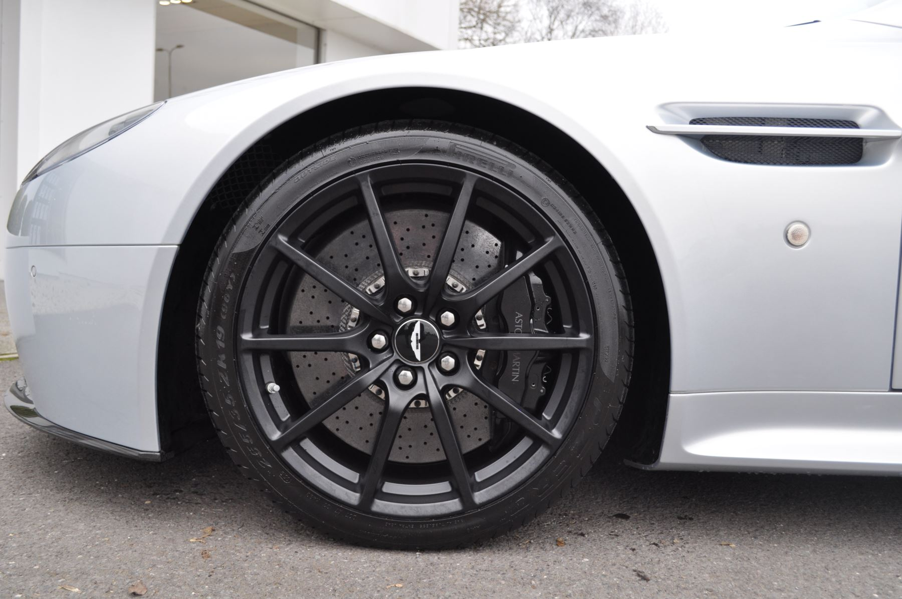 Aston Martin V12 Vantage S S 2dr Sportshift III image 30