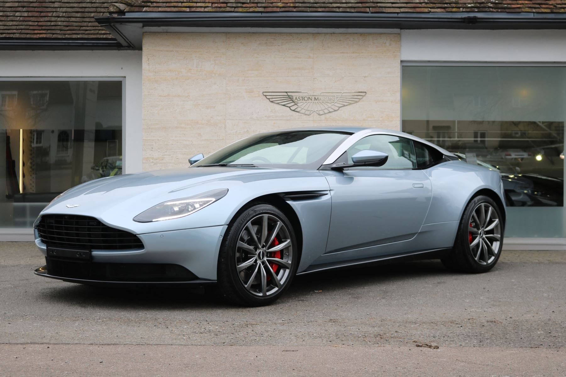 Aston Martin DB11 Coupe 4.0 Automatic 2 door (2018) image