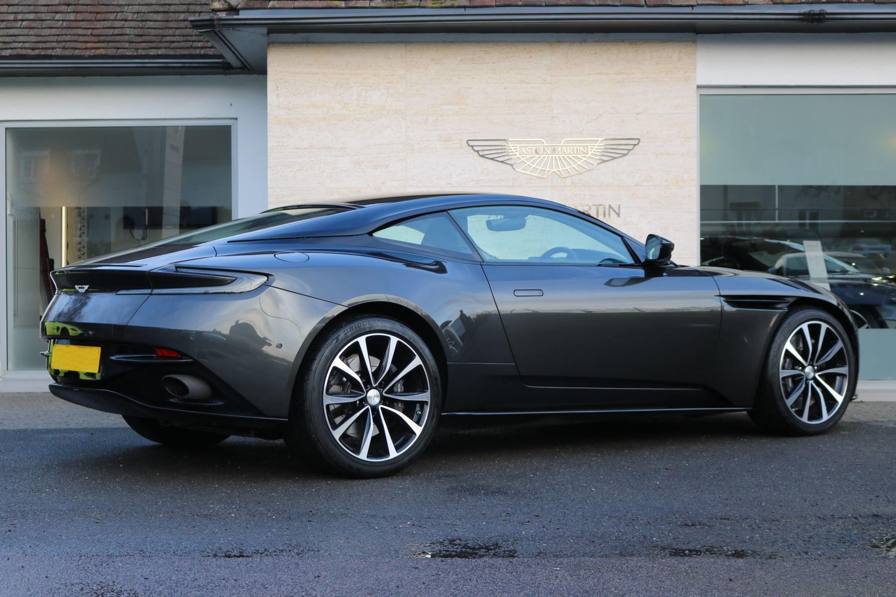 aston martin db11 v12 2dr touchtronic 5.2 automatic coupe (2017