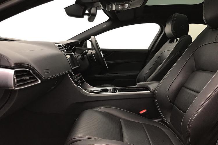 Jaguar XE 3.0 [380] V6 Supercharged S image 3