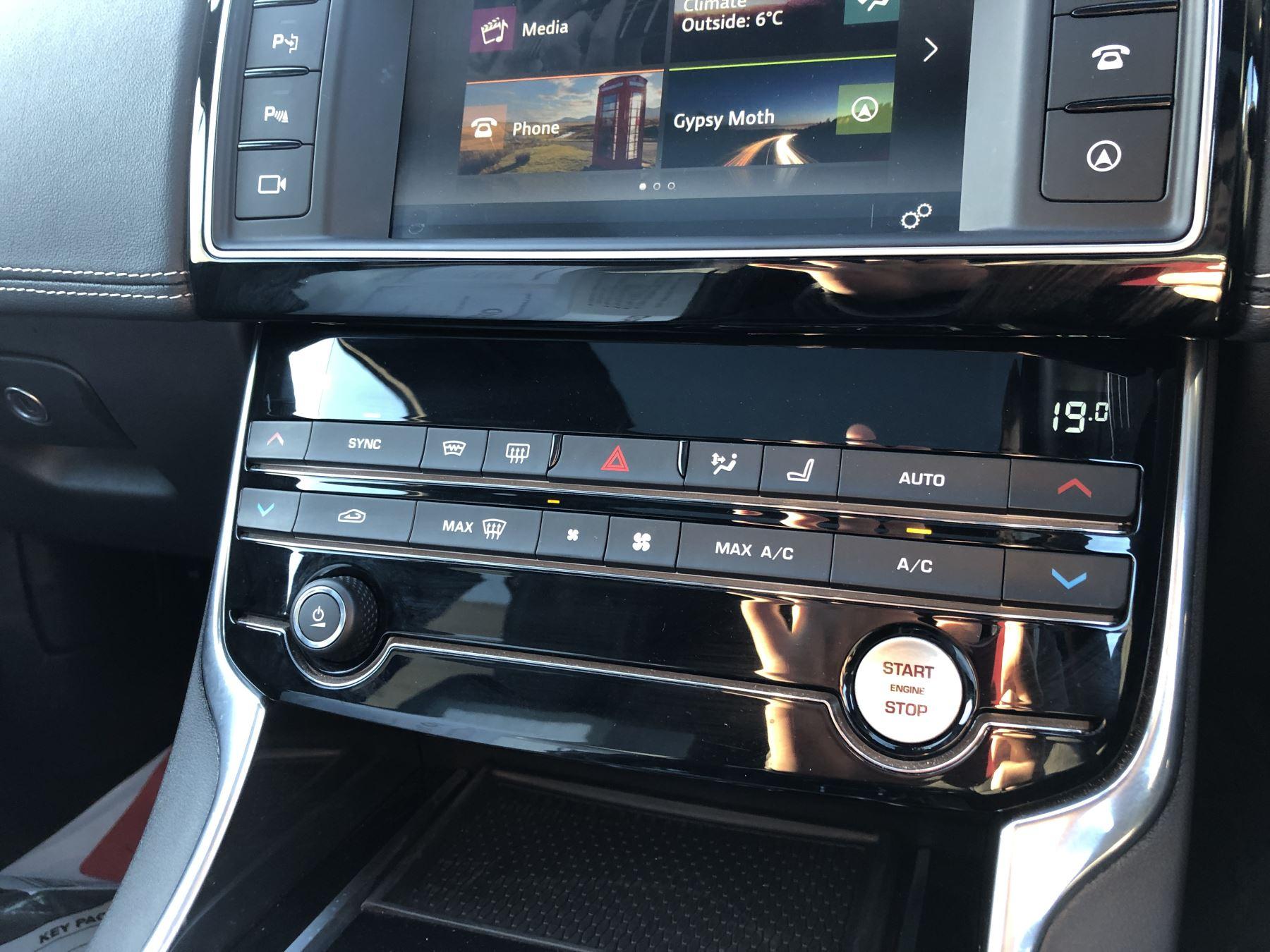 Jaguar XE 3.0 [380] V6 Supercharged S image 13