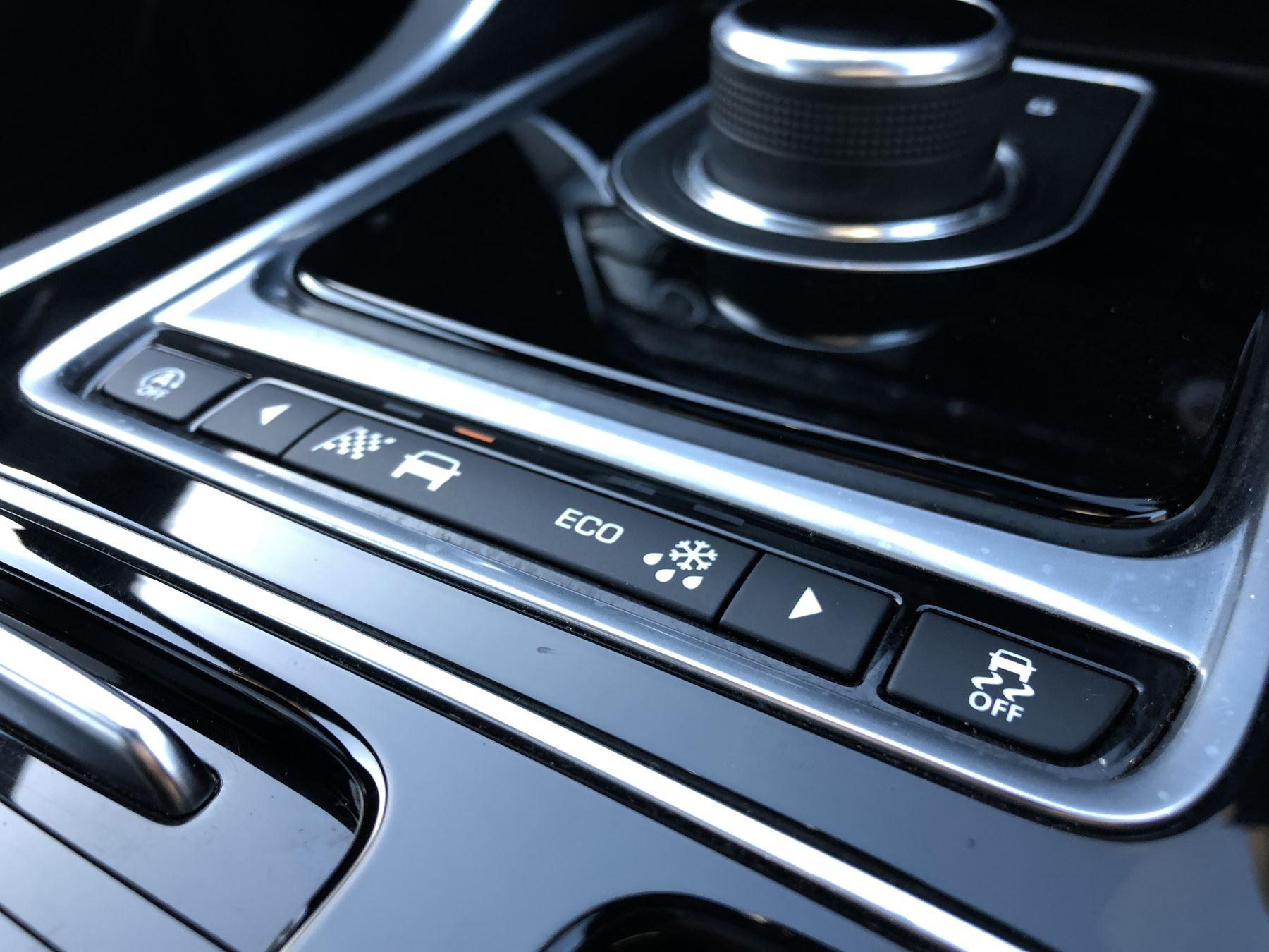 Jaguar XE 3.0 [380] V6 Supercharged S image 16