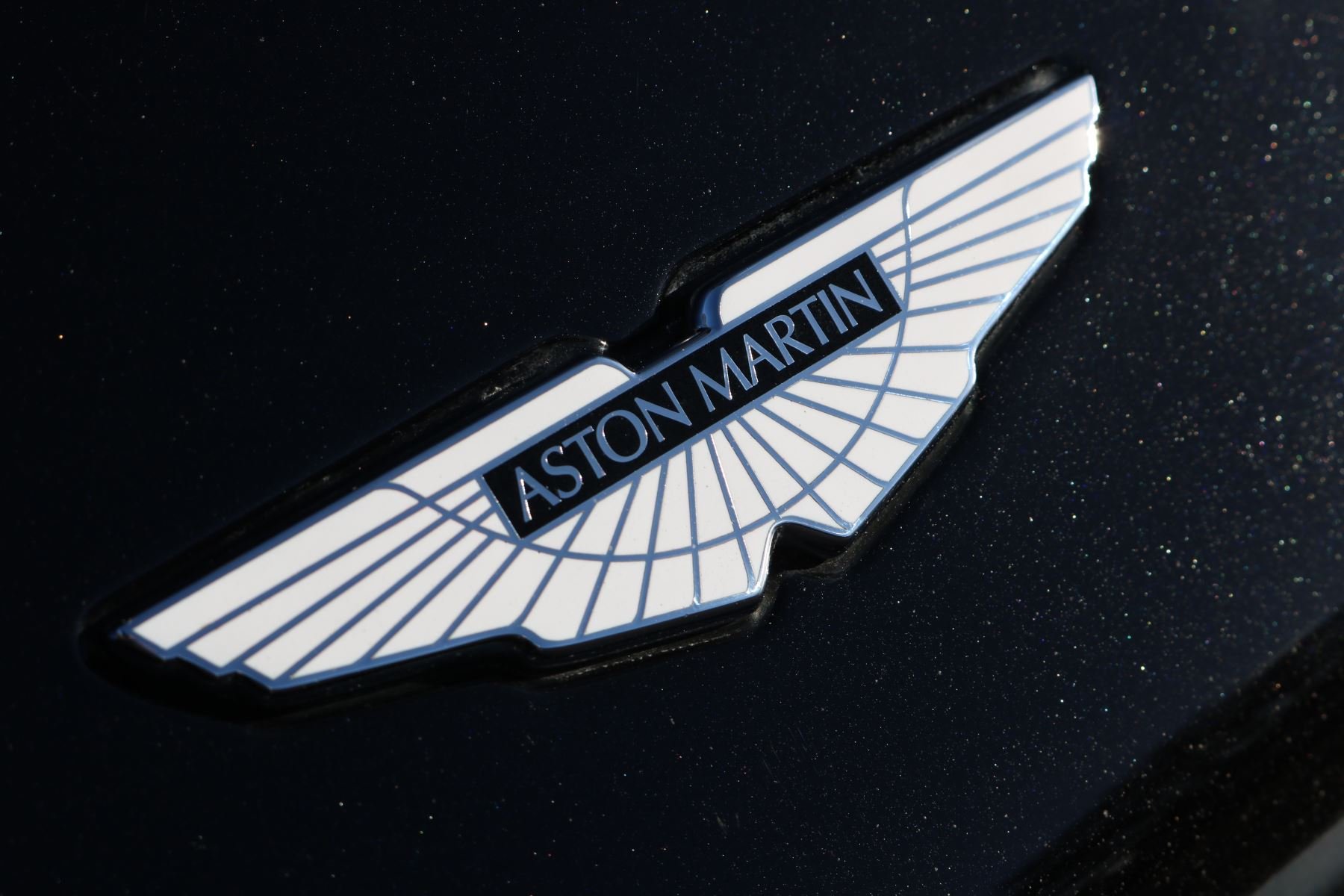 Aston Martin Vanquish V12 [568] 2+2 2dr Touchtronic 8 speed Carbon 17 Model Year Apple Car Play  image 12