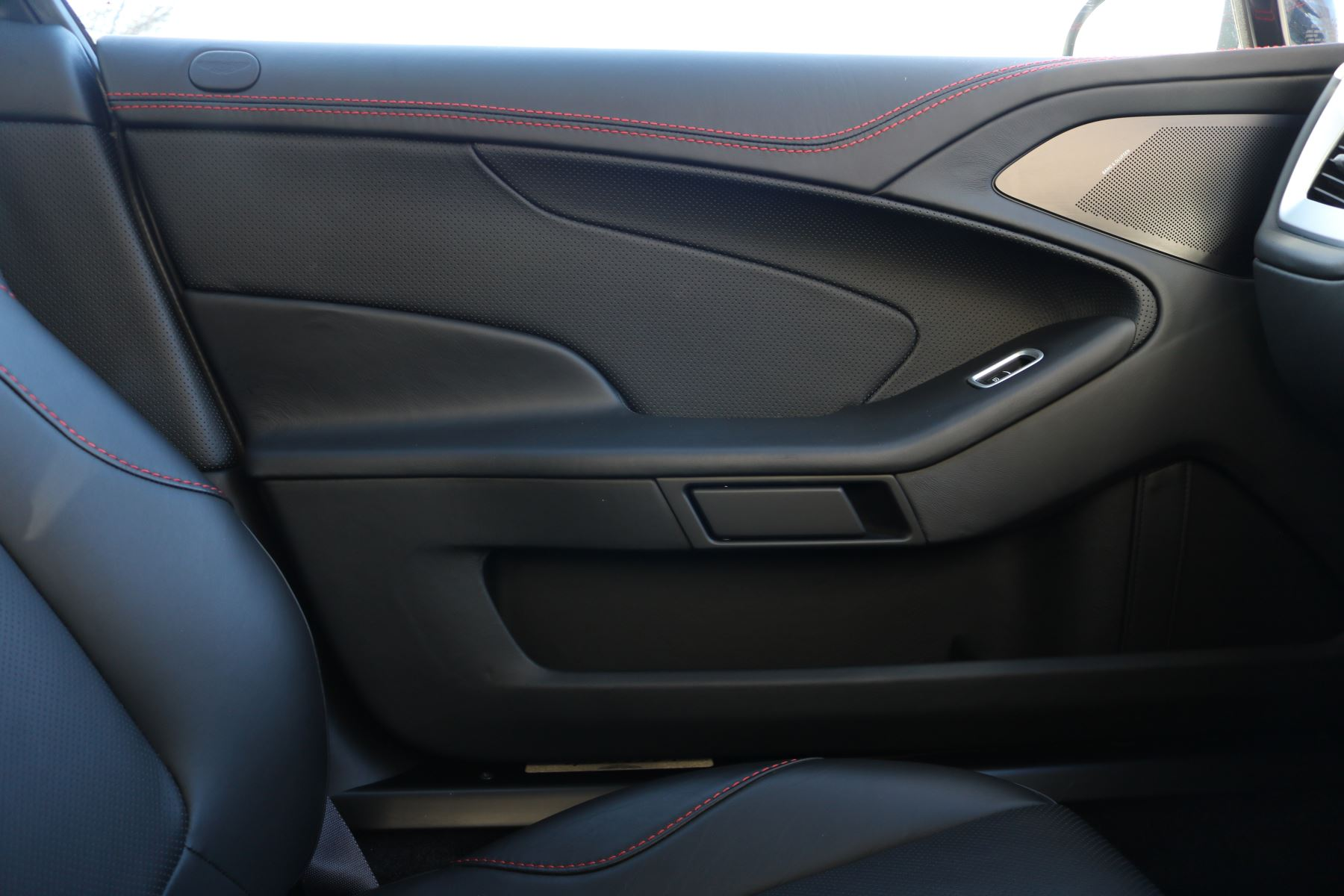 Aston Martin Vanquish V12 [568] 2+2 2dr Touchtronic 8 speed Carbon 17 Model Year Apple Car Play  image 11