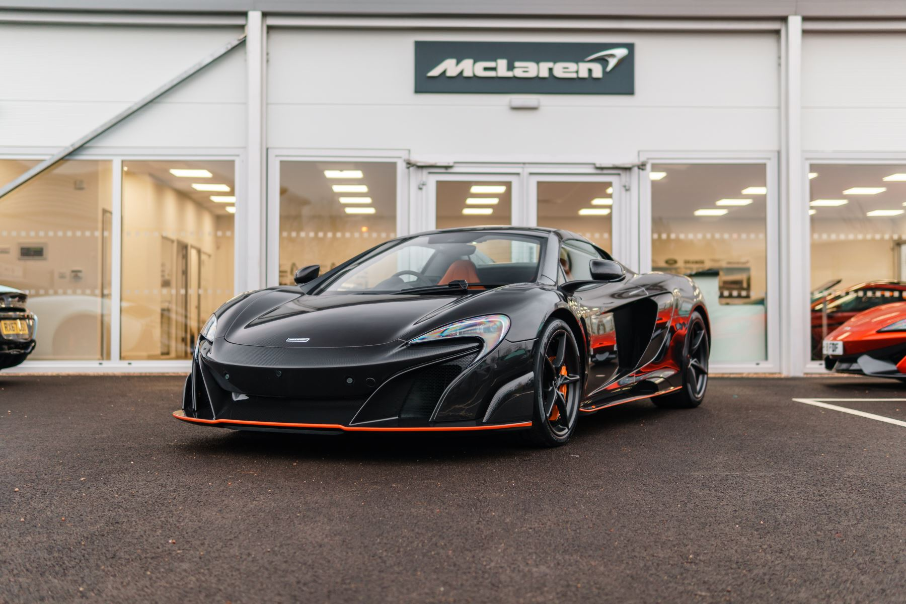 McLaren 675LT Spider MSO Carbon Series Semi-Automatic 2 door Convertible (2016) image