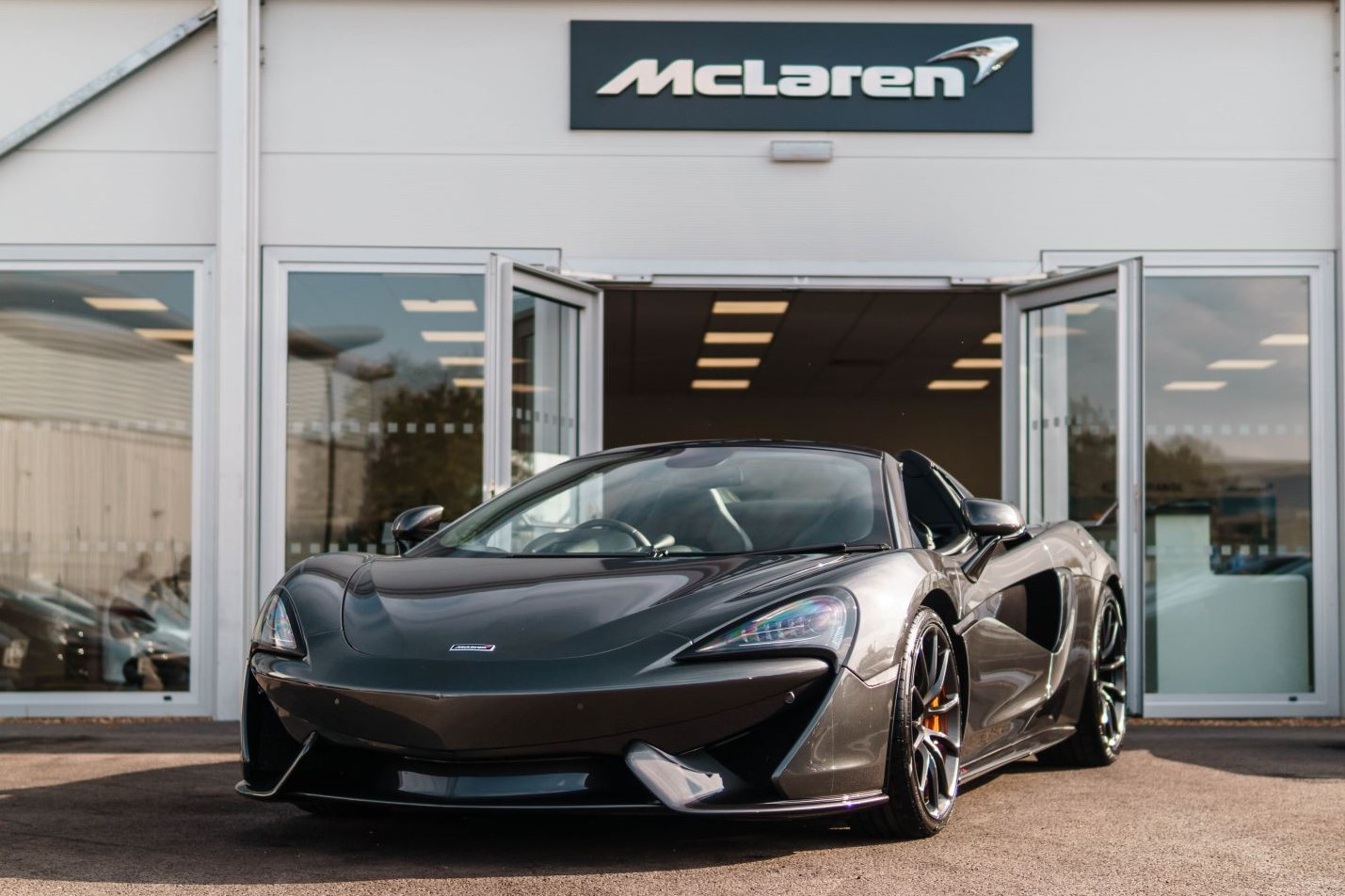 McLaren 570S Spider V8 2dr SSG 3.8 Automatic Convertible (2018) image