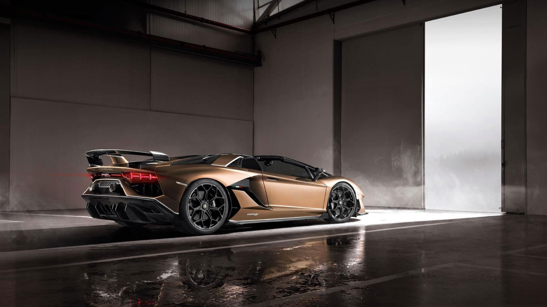 Lamborghini Aventador SVJ Roadster - Real emotions shape the future image 6