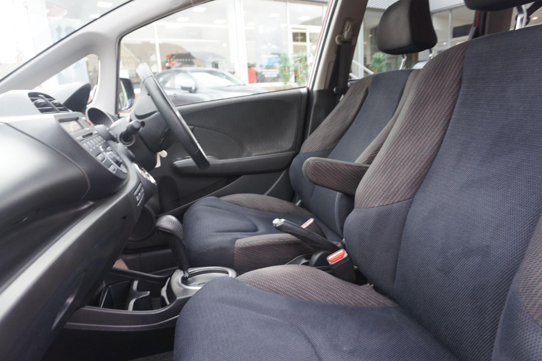 Honda Jazz 1.4 i-VTEC ES Plus CVT image 8