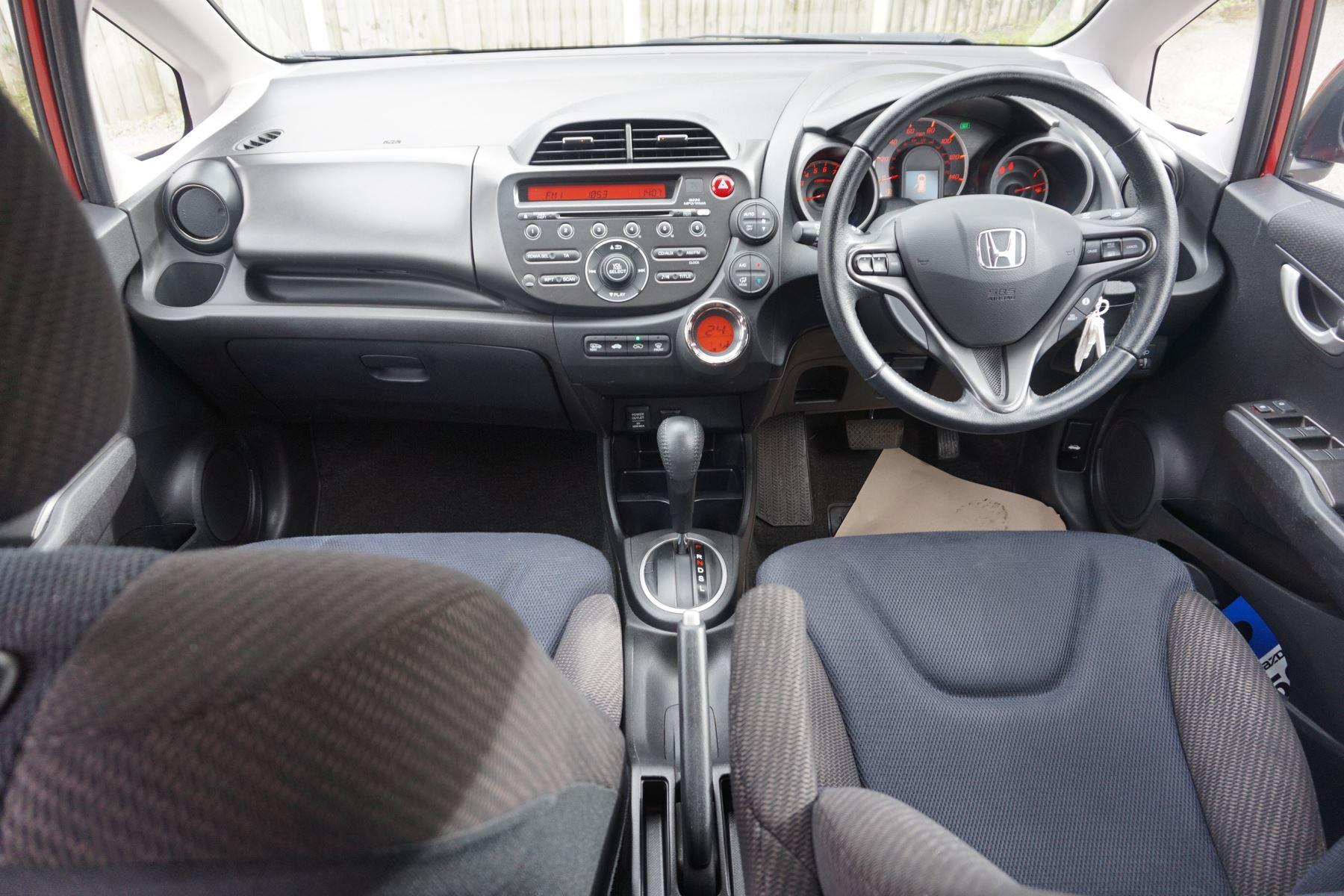 Honda Jazz 1.4 i-VTEC ES Plus CVT image 10