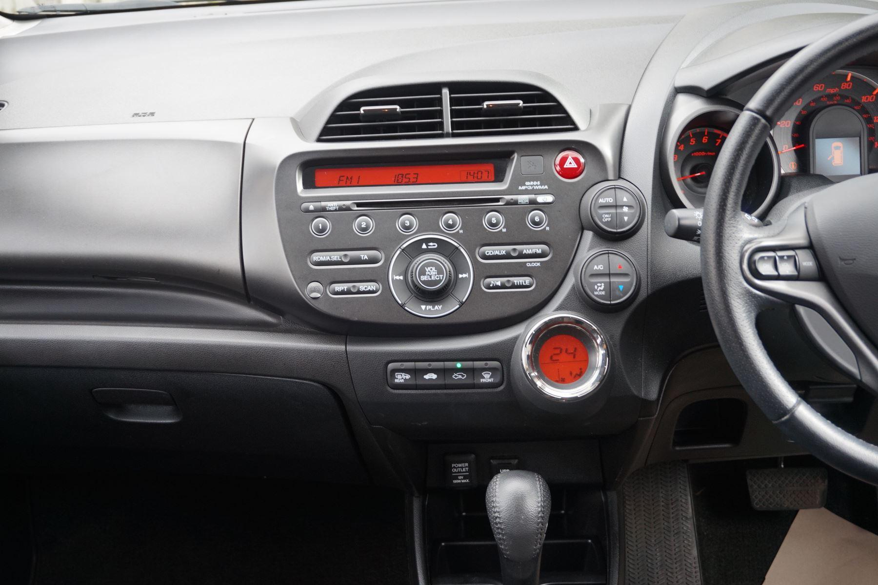 Honda Jazz 1.4 i-VTEC ES Plus CVT image 11