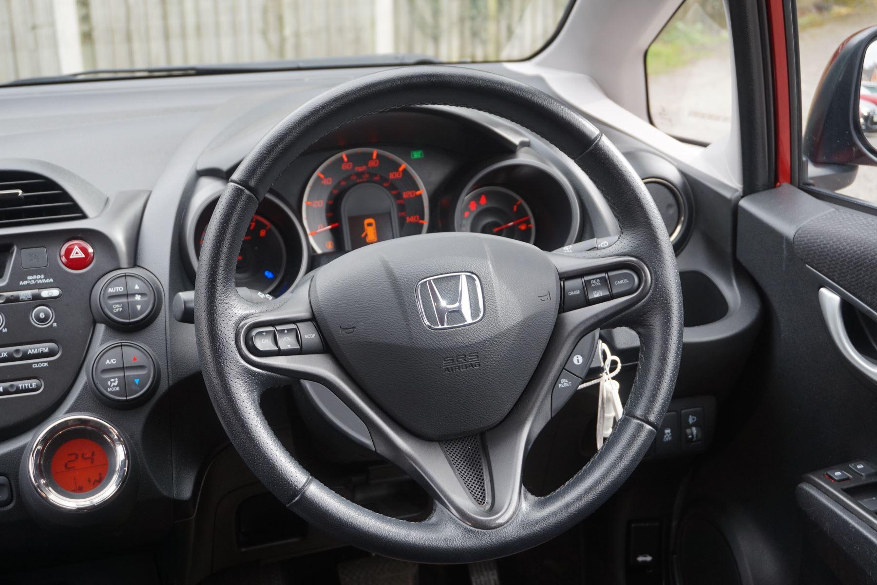 Honda Jazz 1.4 i-VTEC ES Plus CVT image 15
