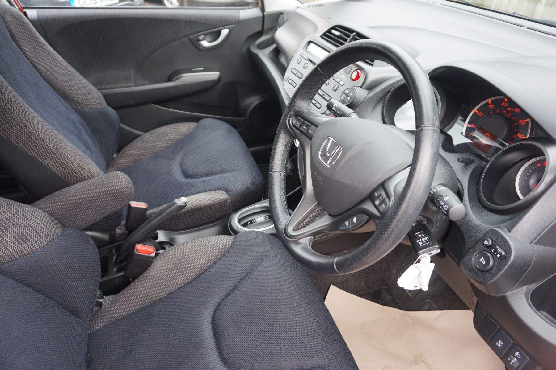 Honda Jazz 1.4 i-VTEC ES Plus CVT image 16