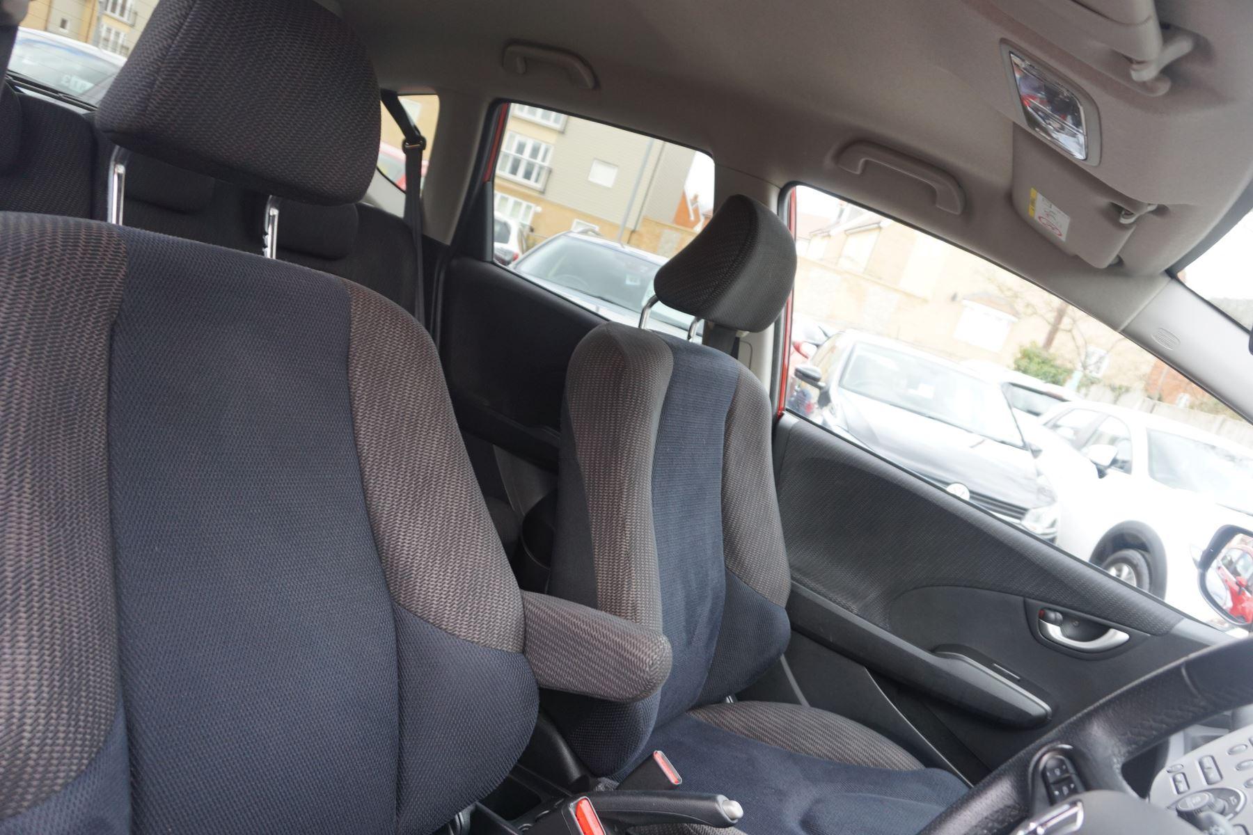 Honda Jazz 1.4 i-VTEC ES Plus CVT image 17