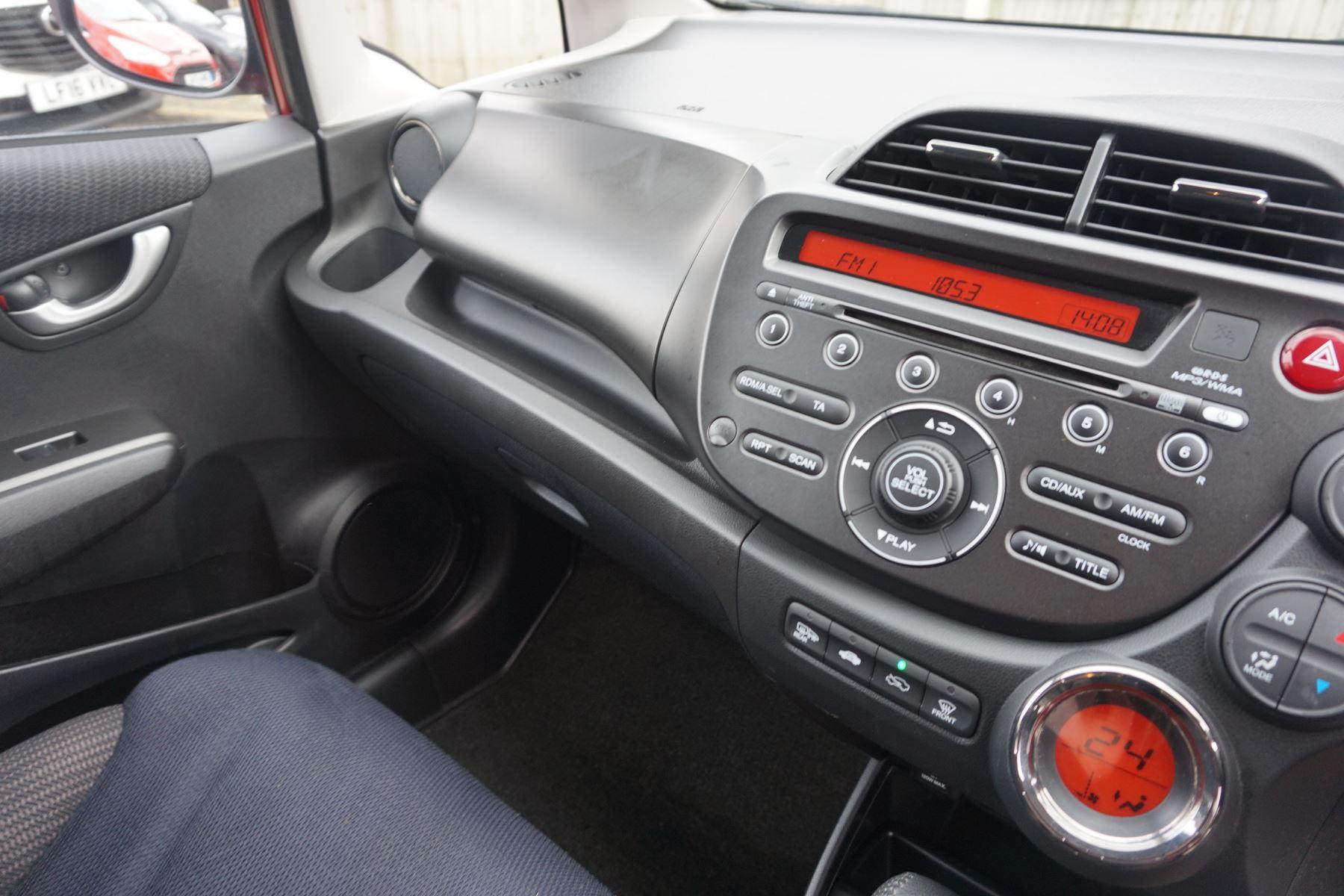 Honda Jazz 1.4 i-VTEC ES Plus CVT image 19