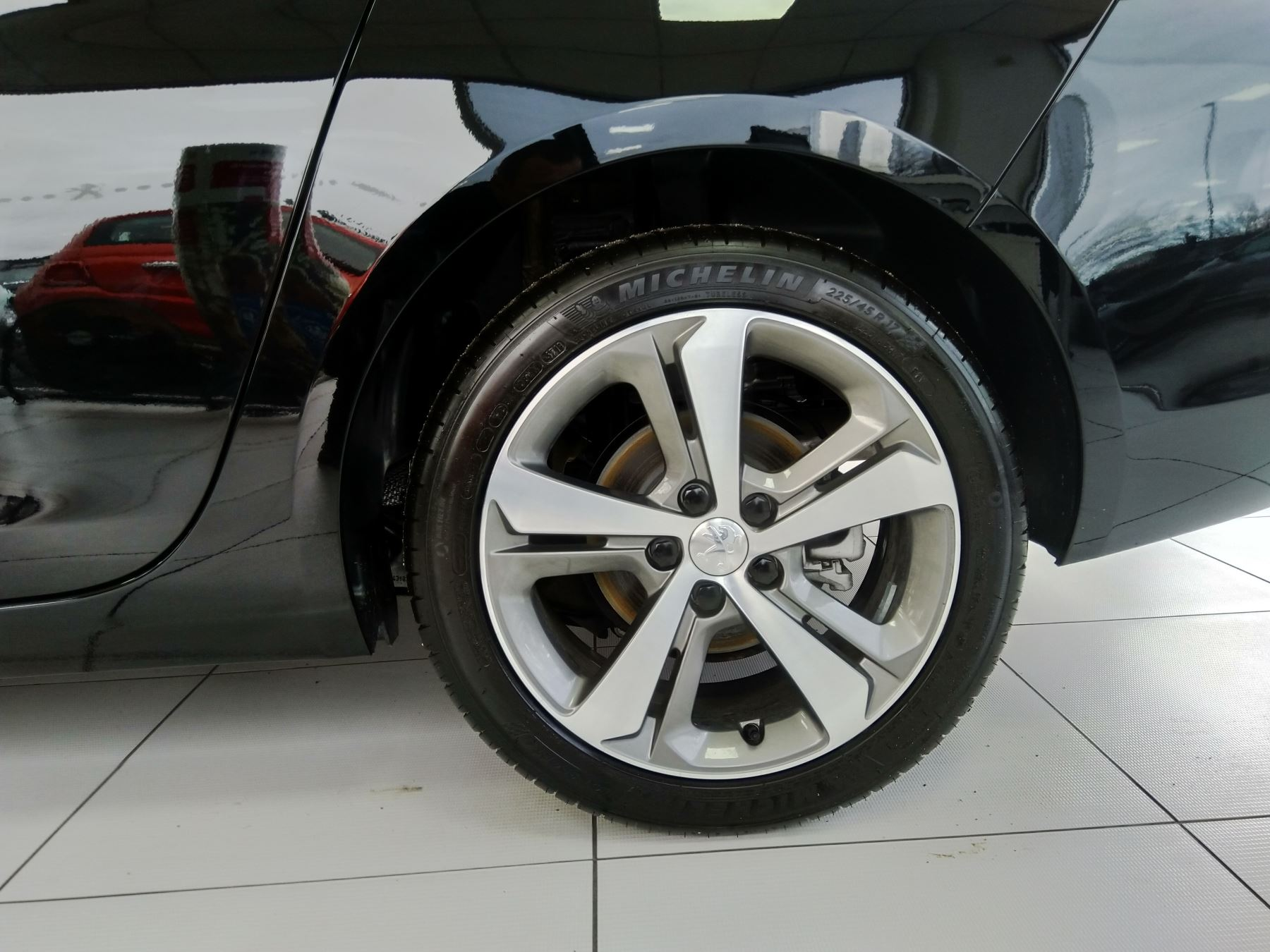Peugeot 308 1.5 BlueHDi 130 Tech Edition image 9