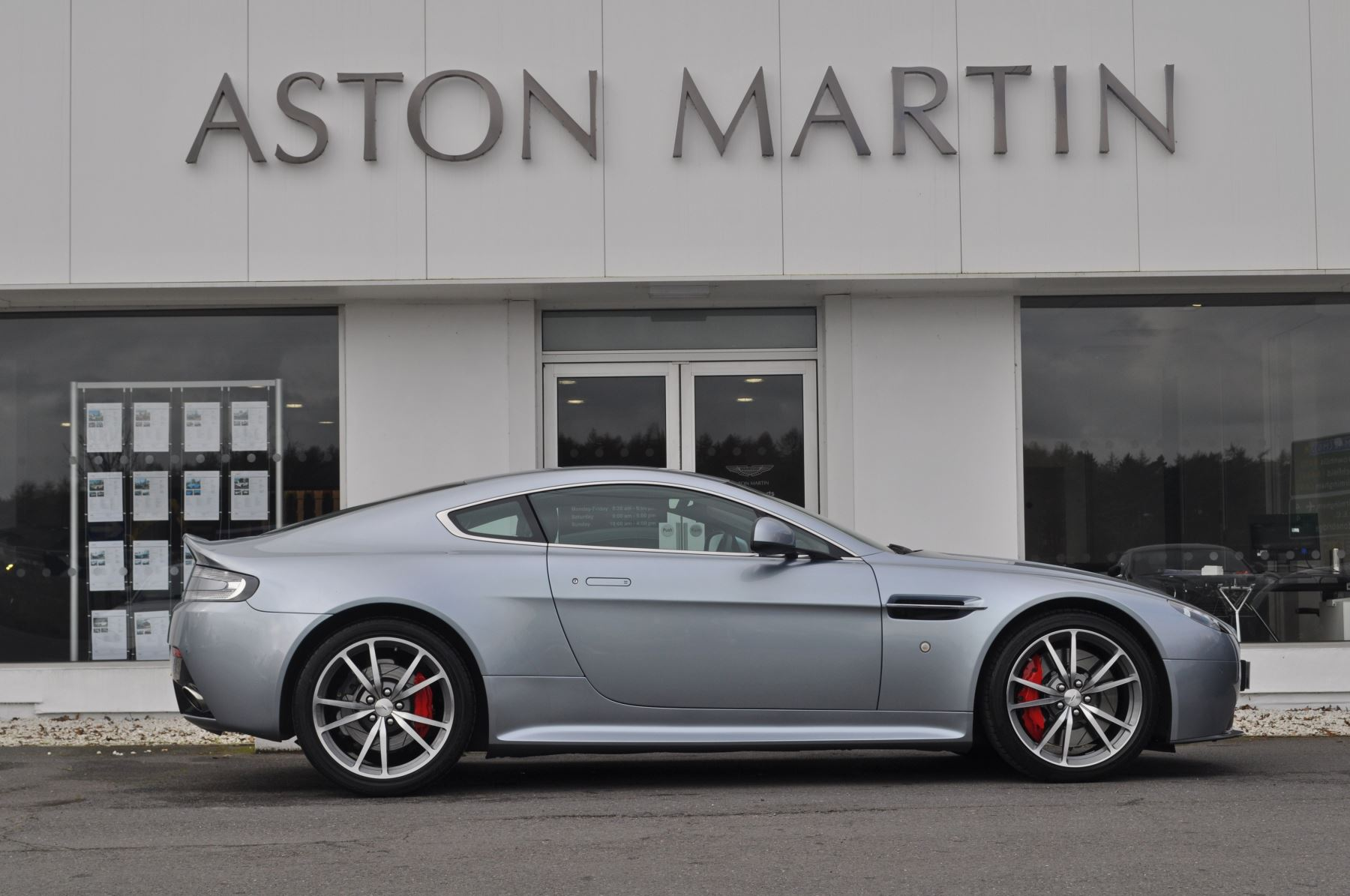 Aston Martin V8 Vantage S Coupe Coupe image 4