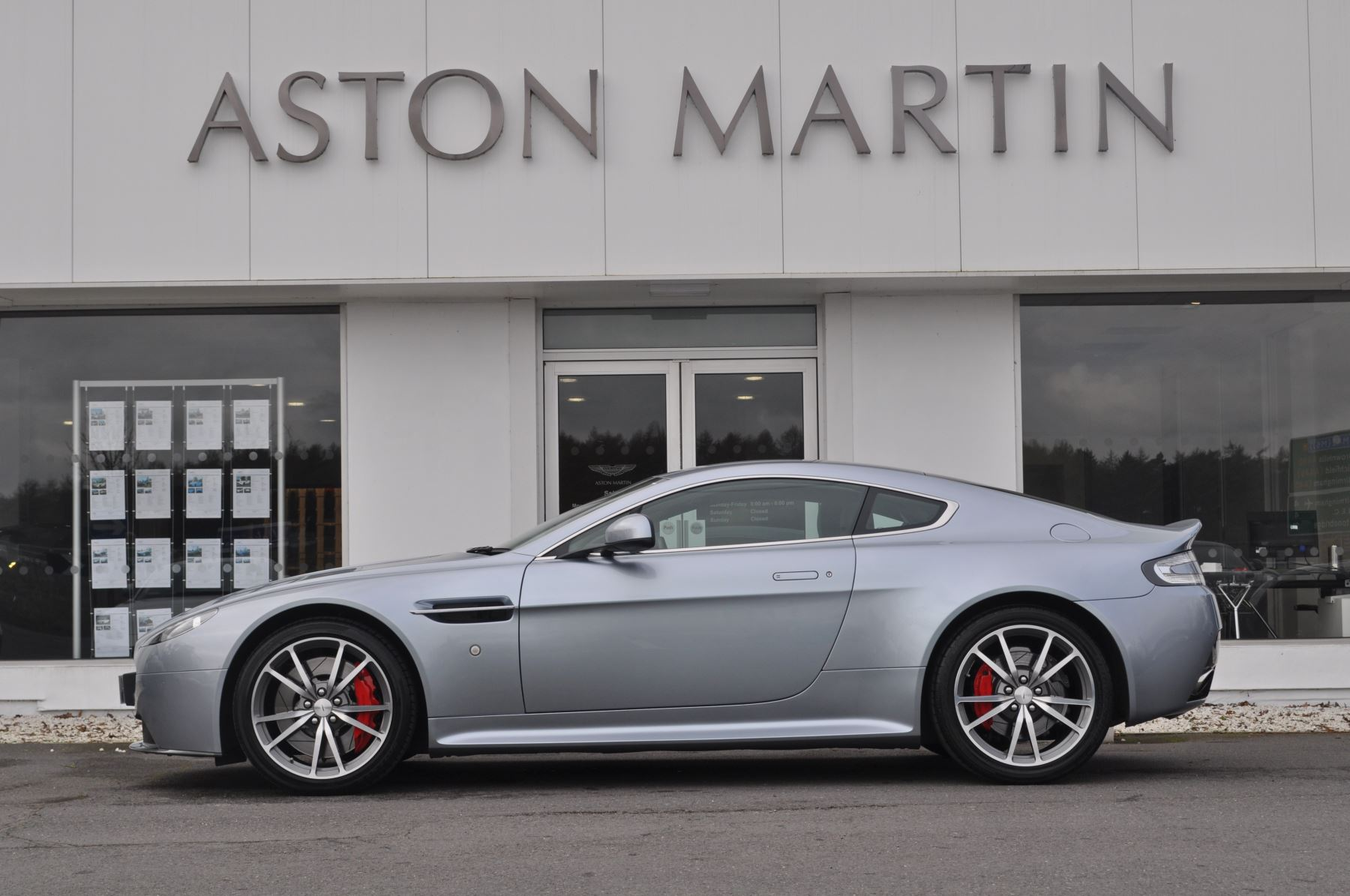 Aston Martin V8 Vantage S Coupe Coupe image 8