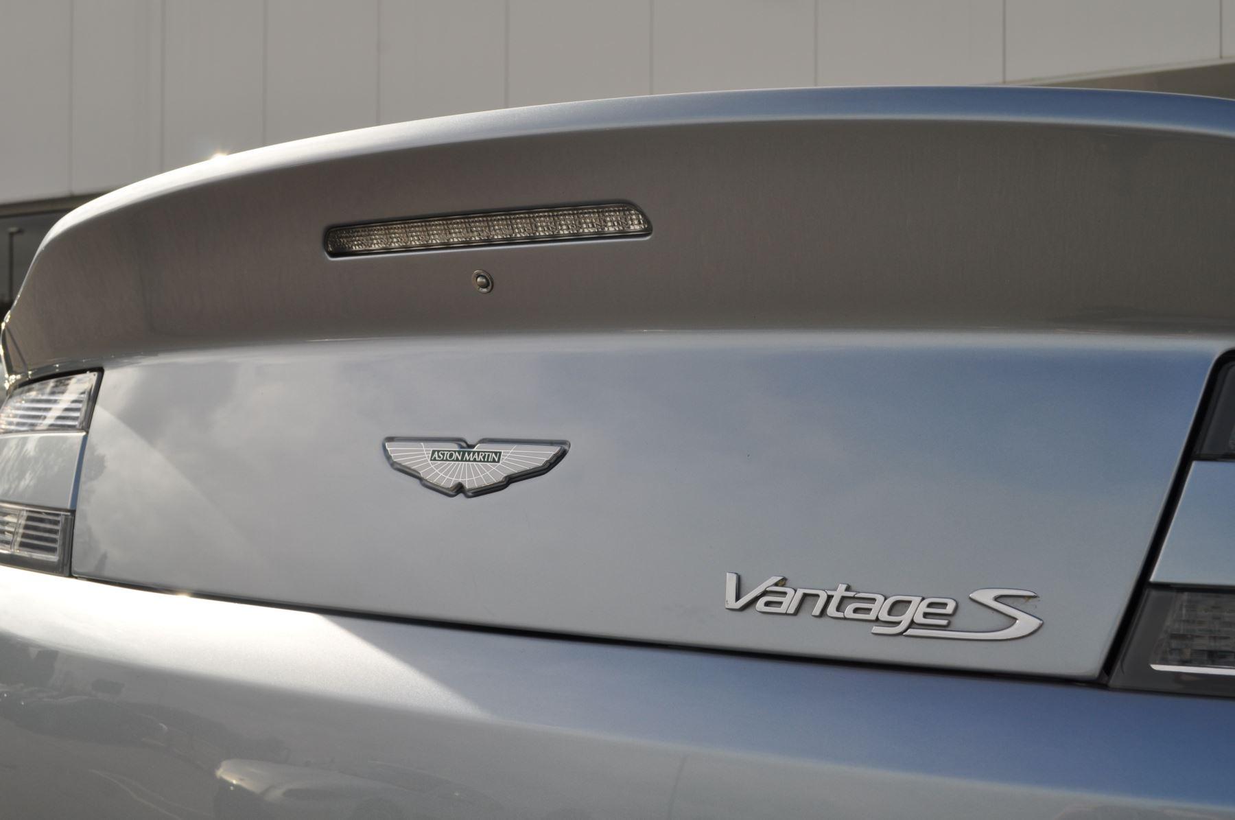 Aston Martin V8 Vantage S Coupe Coupe image 12