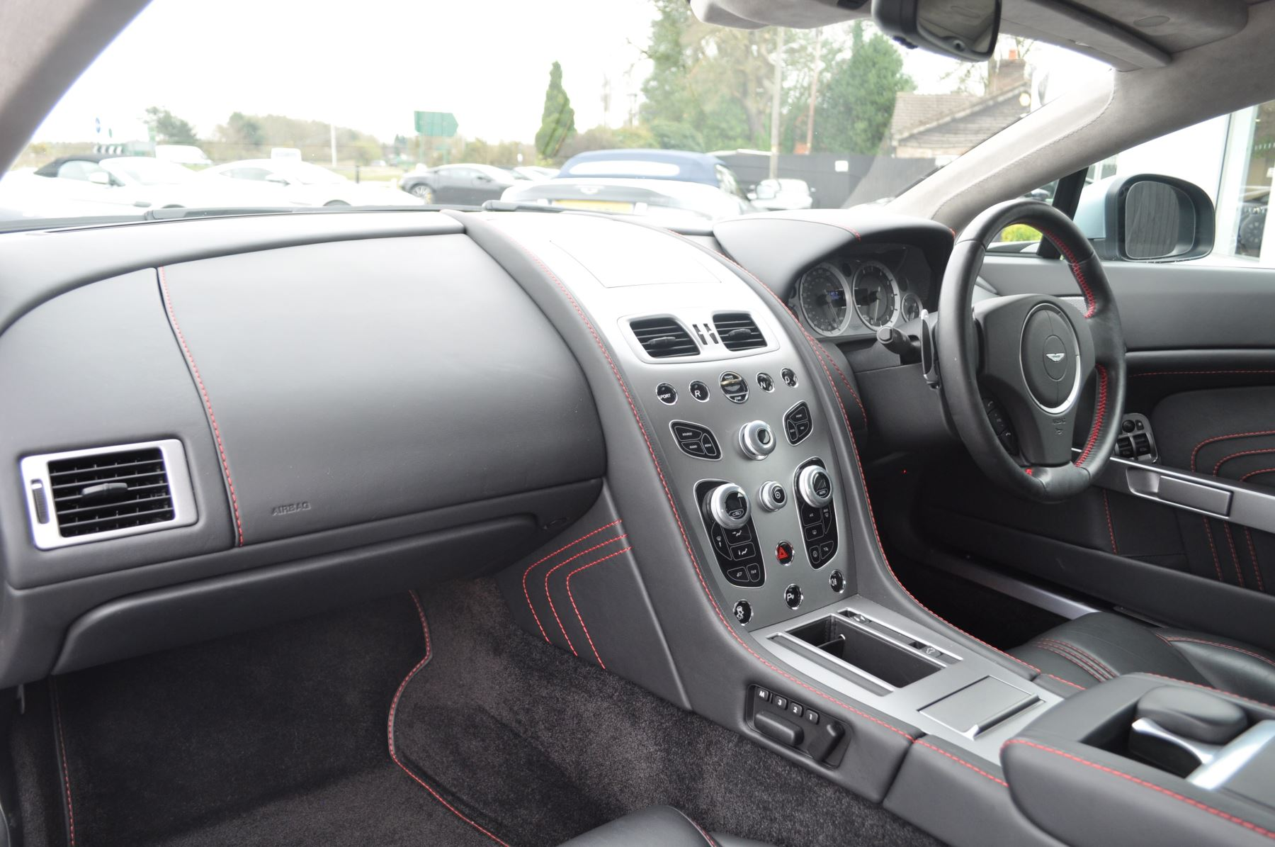 Aston Martin V8 Vantage S Coupe Coupe image 24