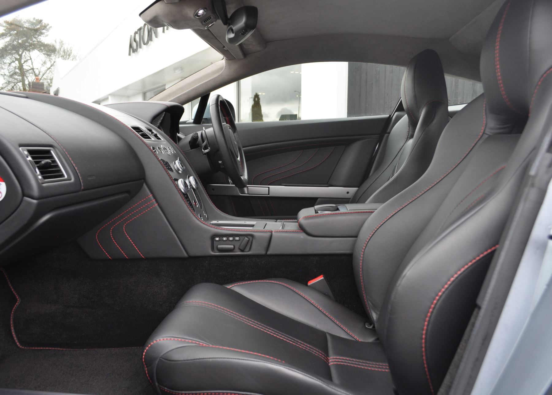 Aston Martin V8 Vantage S Coupe Coupe image 25