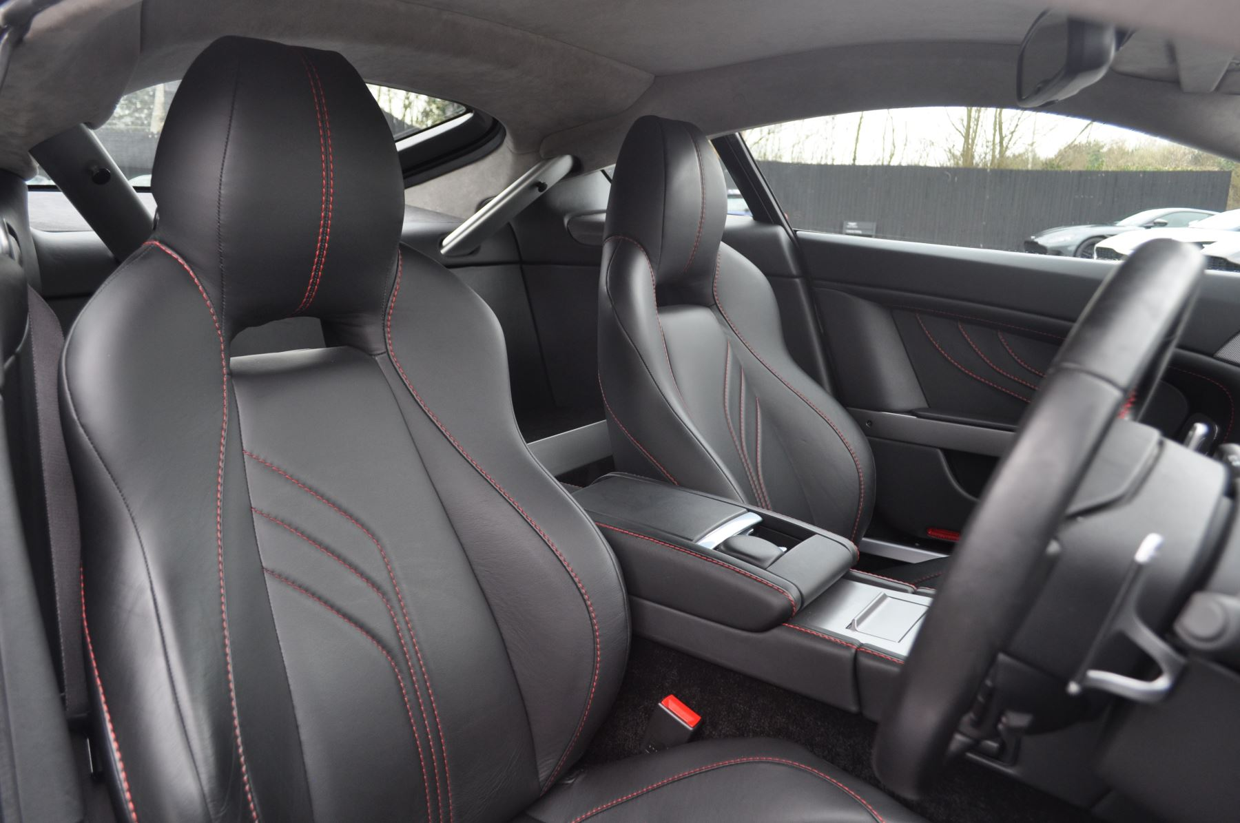 Aston Martin V8 Vantage S Coupe Coupe image 26
