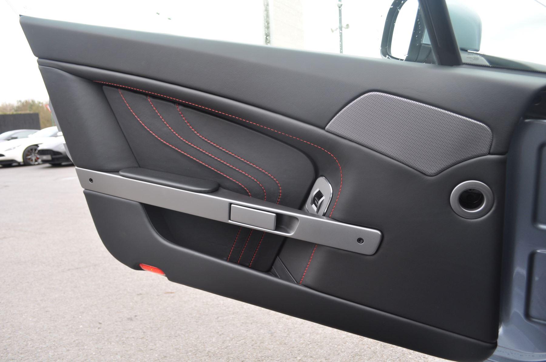 Aston Martin V8 Vantage S Coupe Coupe image 31