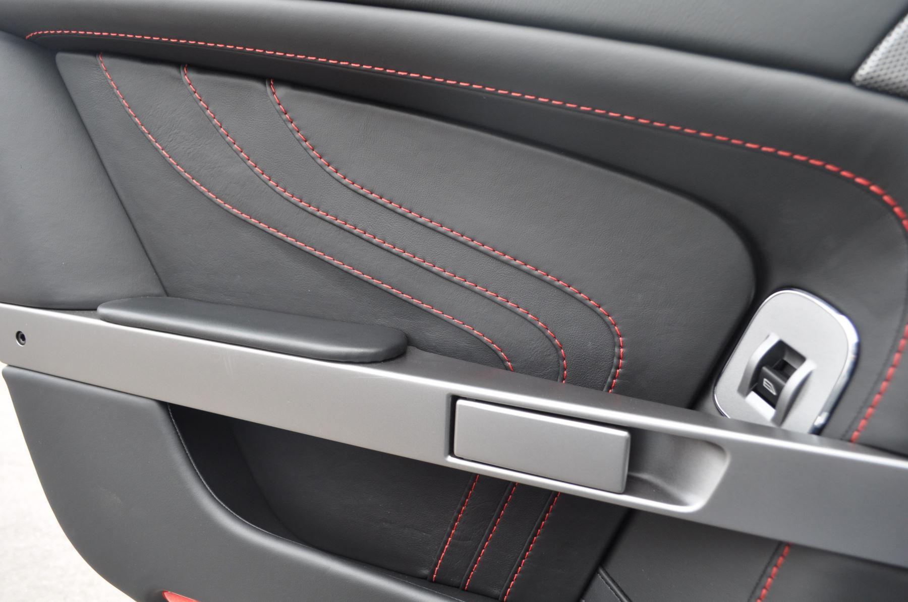 Aston Martin V8 Vantage S Coupe Coupe image 32