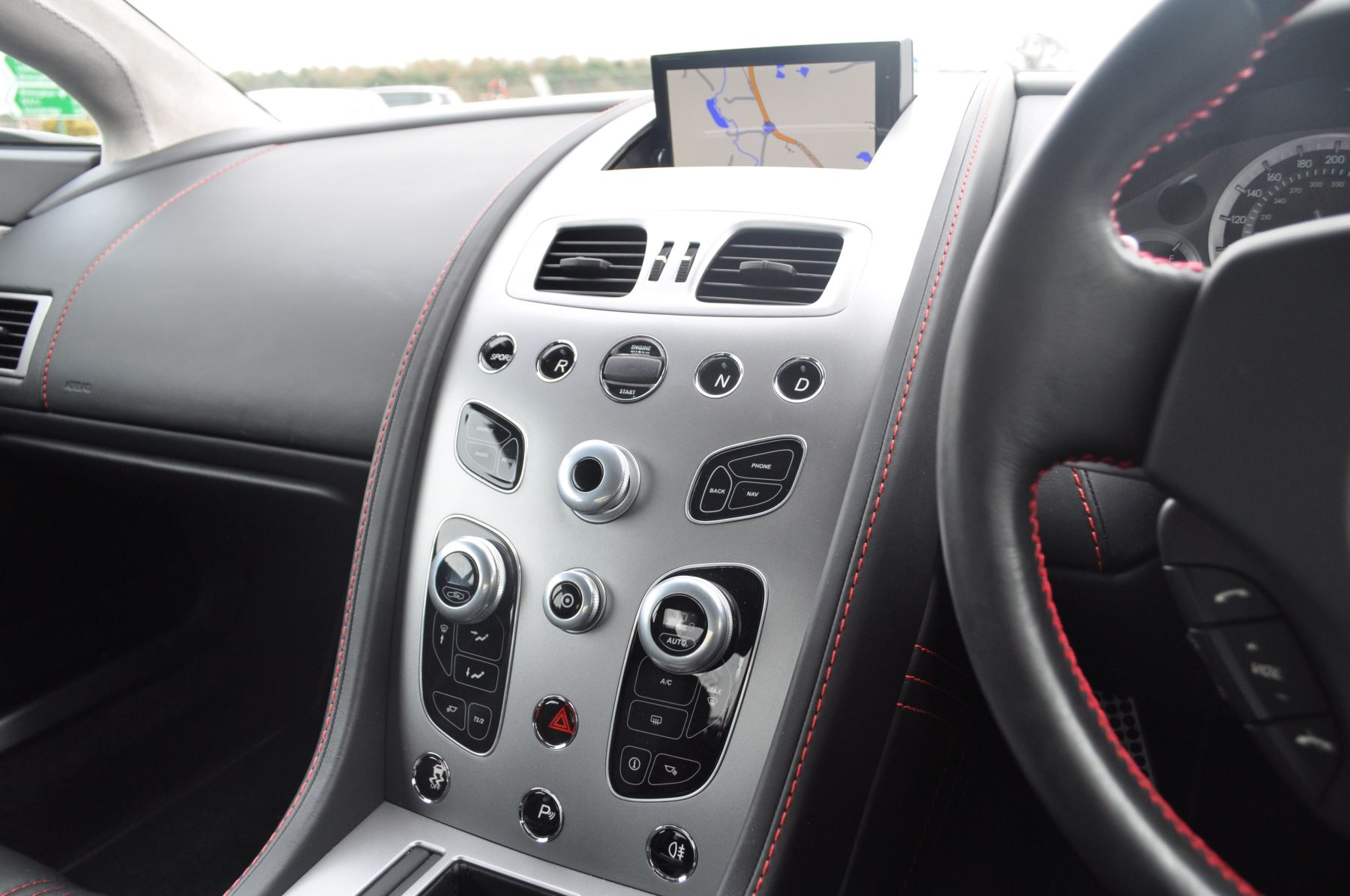 Aston Martin V8 Vantage S Coupe Coupe image 36