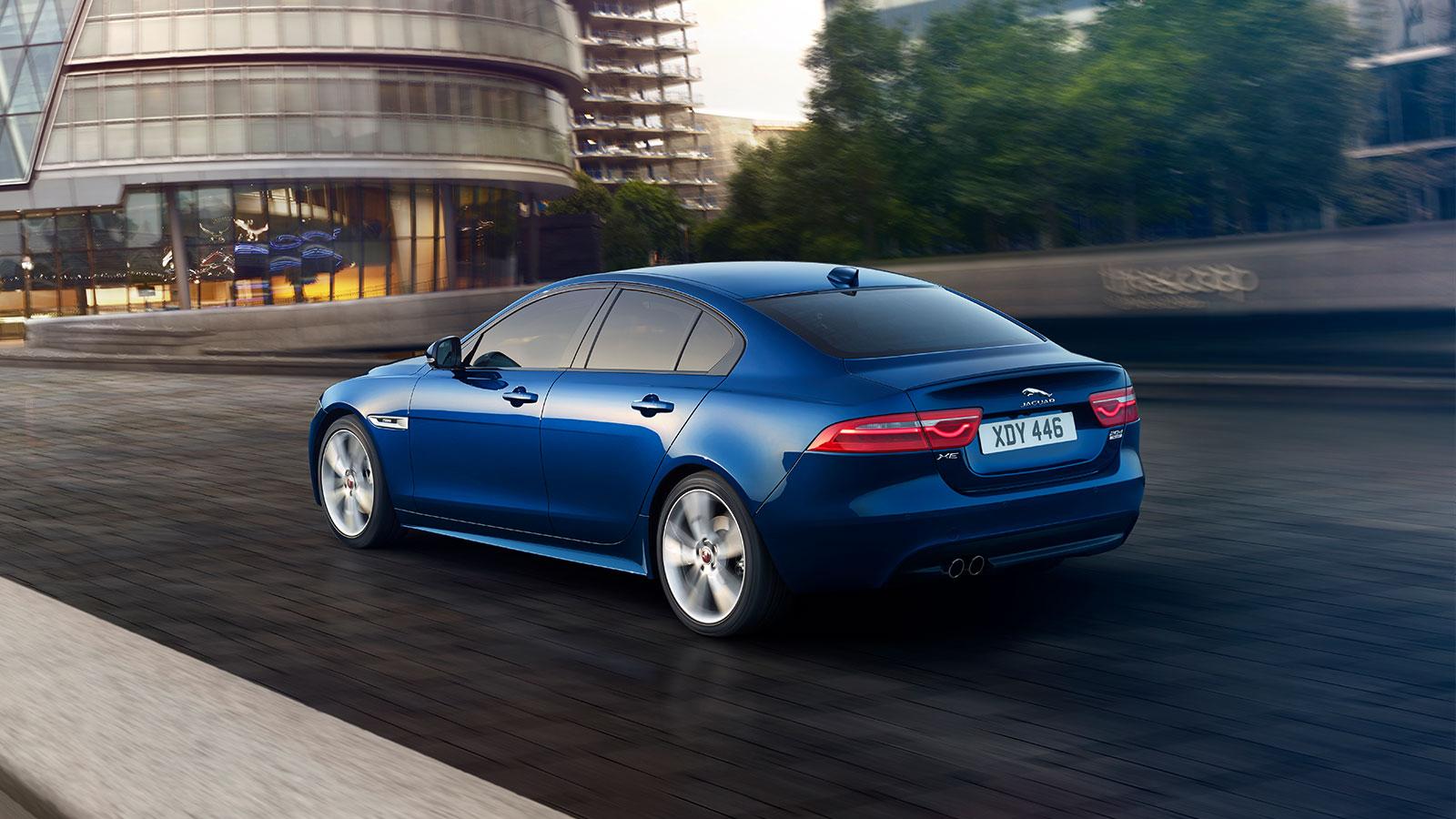 Jaguar XE 2.0d R-Dynamic HSE image 9