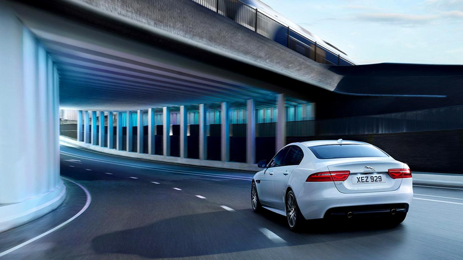 Jaguar XE 2.0d R-Dynamic HSE image 14