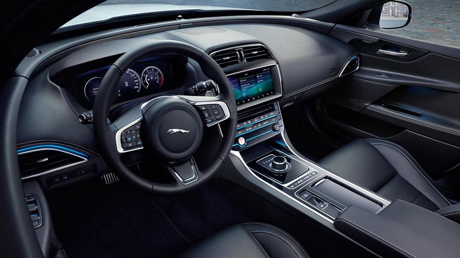 Jaguar XE 2.0d R-Dynamic HSE image 16