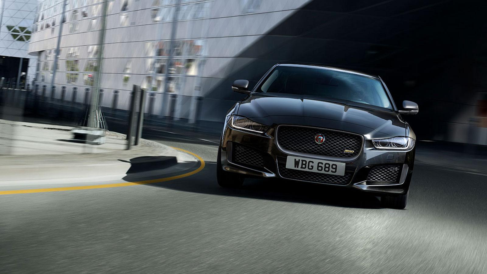 Jaguar XE 2.0d R-Dynamic HSE image 17