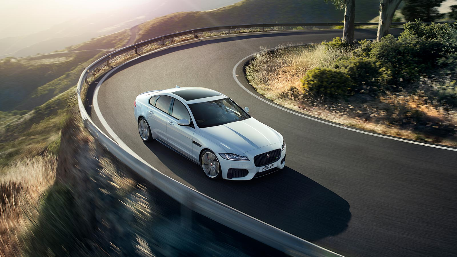 Jaguar XF 2.0d (180) Chequered Flag SPECIAL EDITIONS image 16