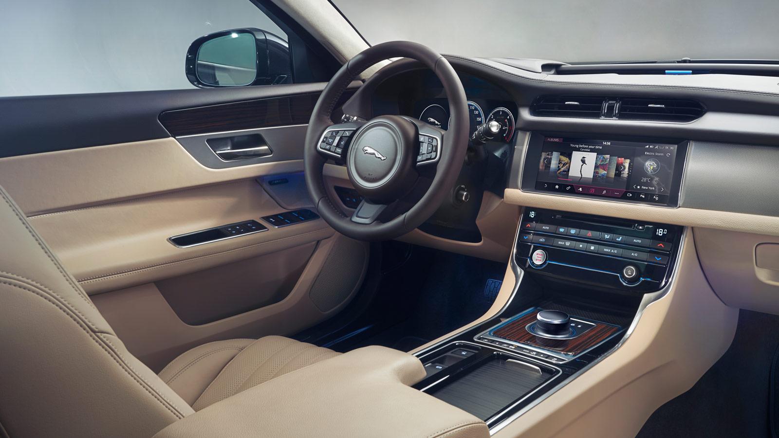Jaguar XF 2.0d (180) R-Sport AWD image 20
