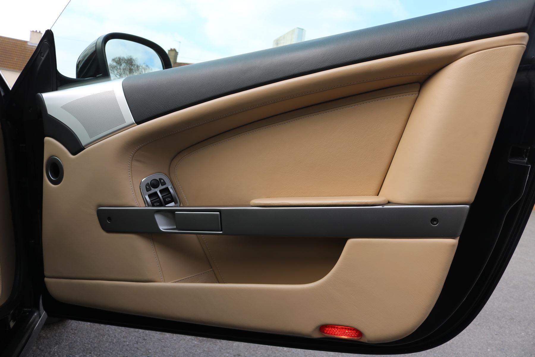 Aston Martin DB9 V12 2dr [470] image 14