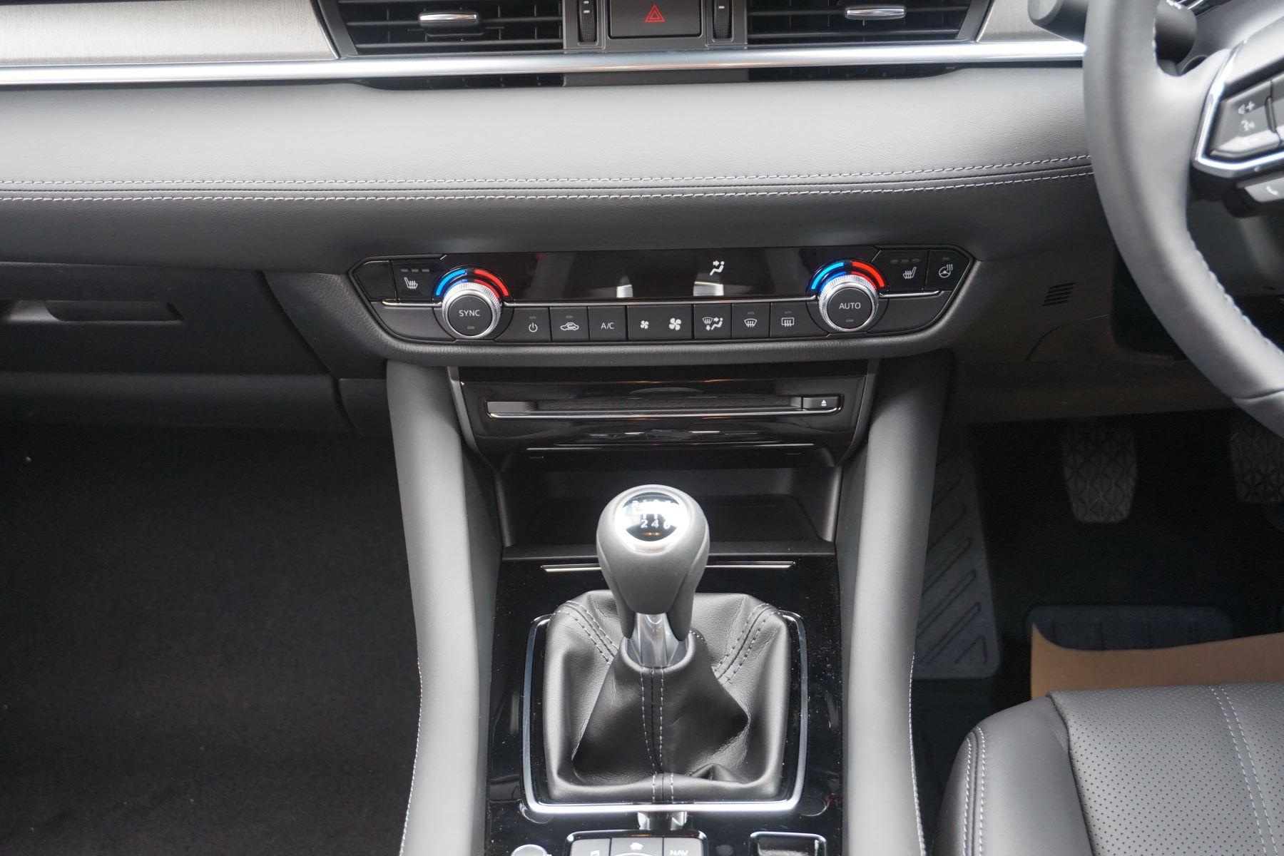 Mazda 6 2.2d SE-L Lux Nav+ 4dr image 12
