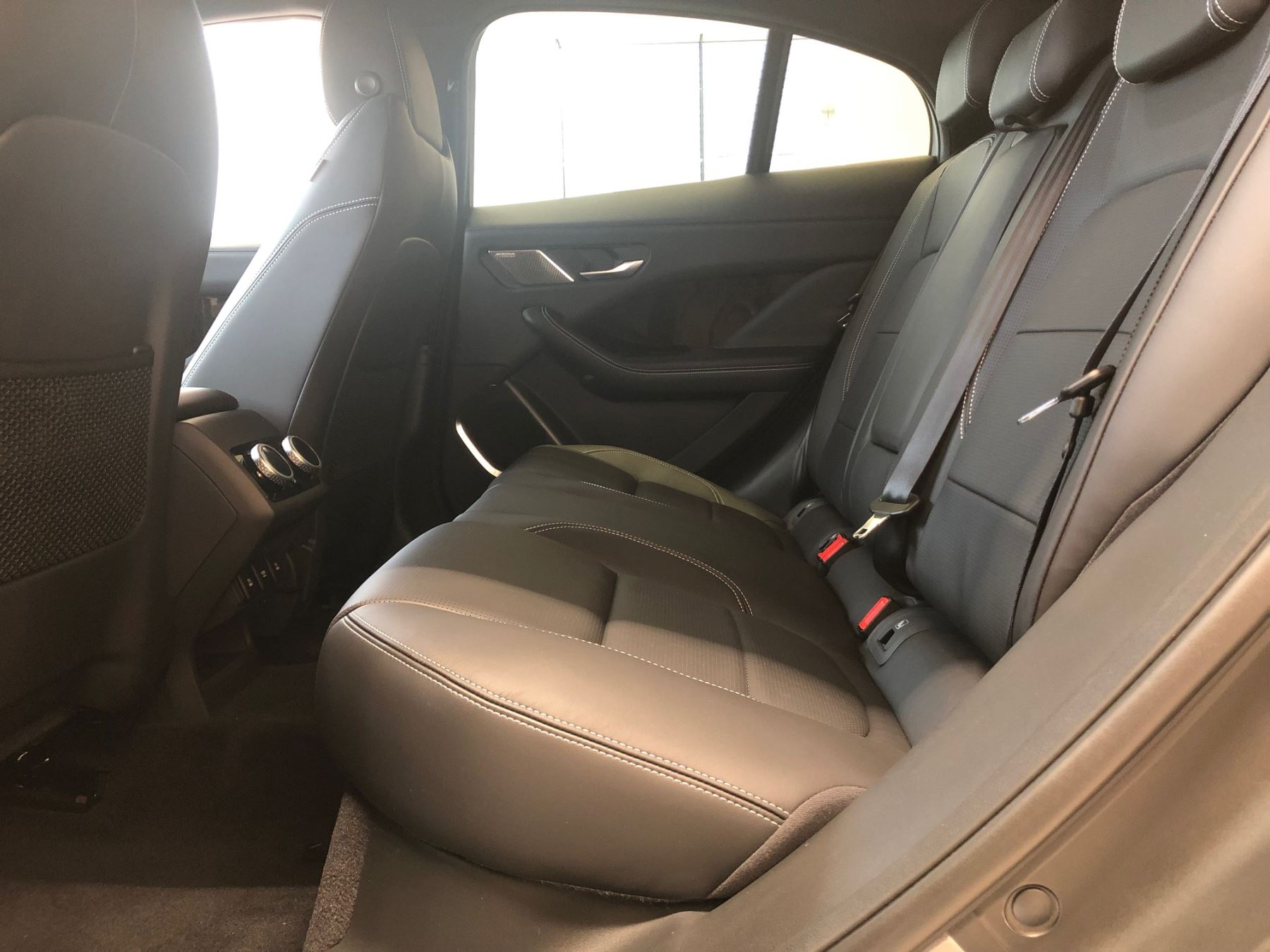 Jaguar I-PACE 90kWh EV400 HSE image 6