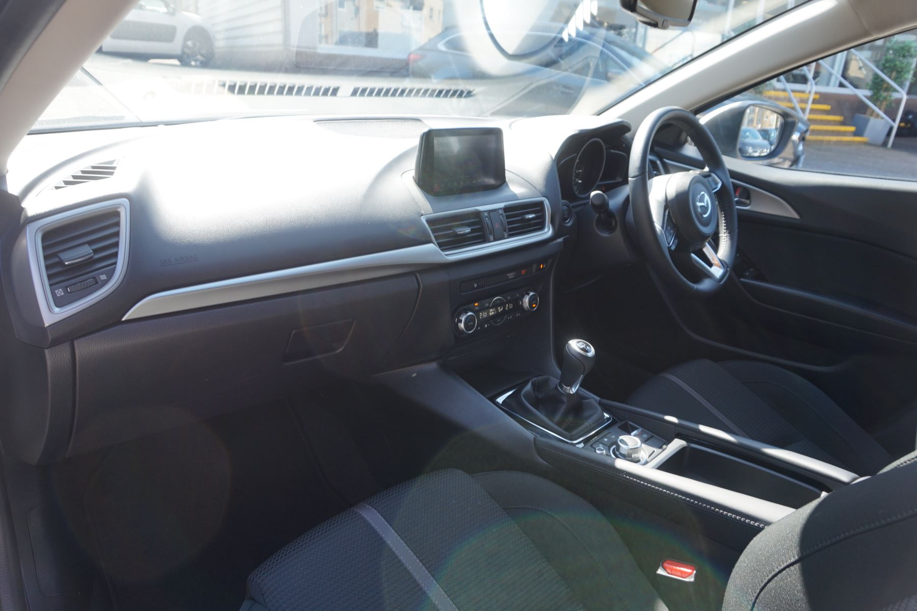 Mazda 3 2.2d SE-L Nav 5dr image 7