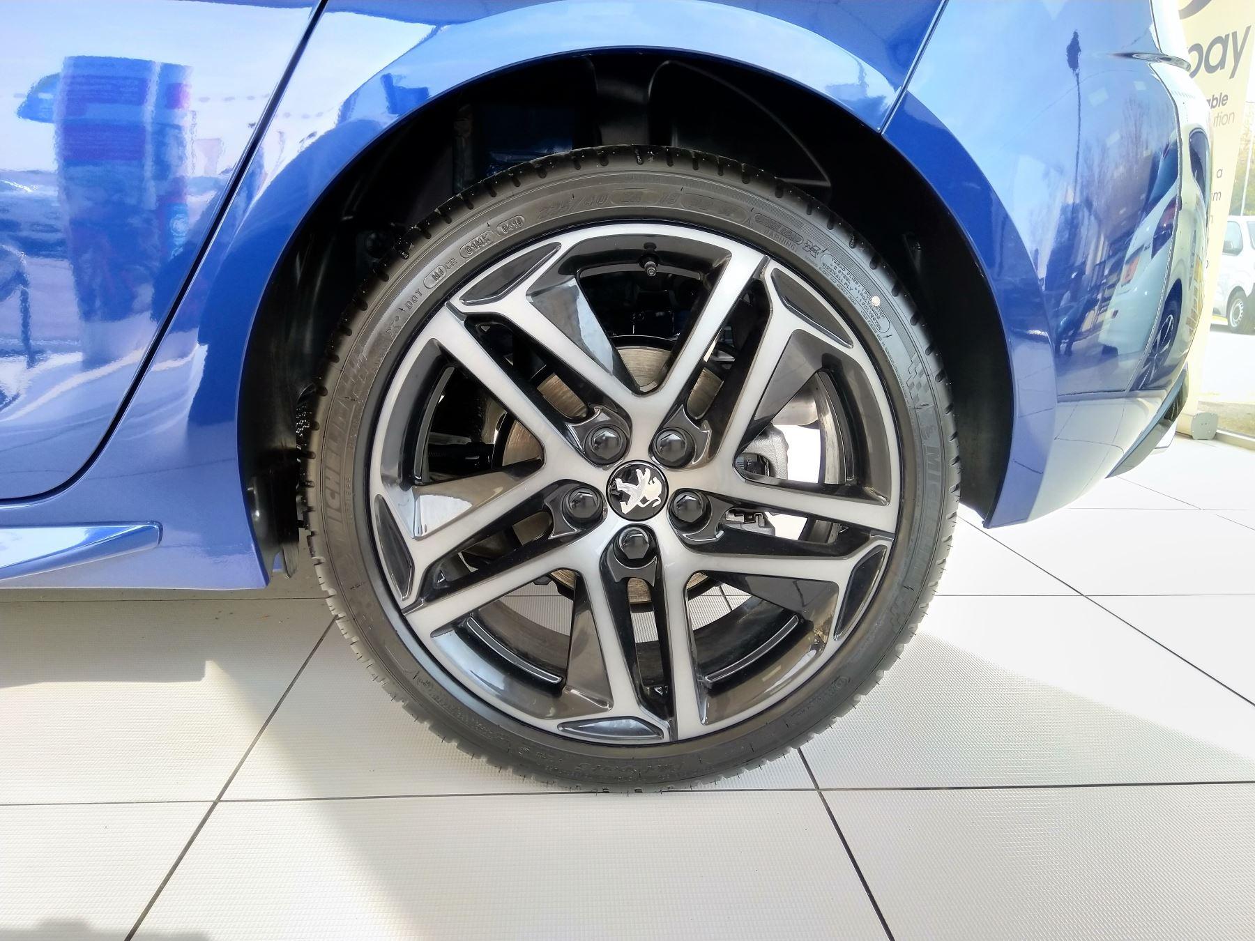 Peugeot 308 1.5 BlueHDi 130 GT Line image 3