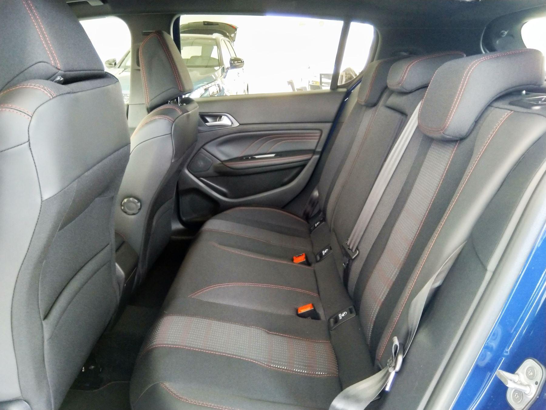 Peugeot 308 1.5 BlueHDi 130 GT Line image 8