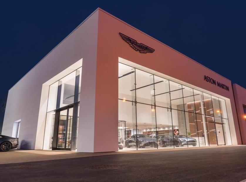 Aston Martin V8 Vantage Roadster 2dr Sportshift [420] image 3