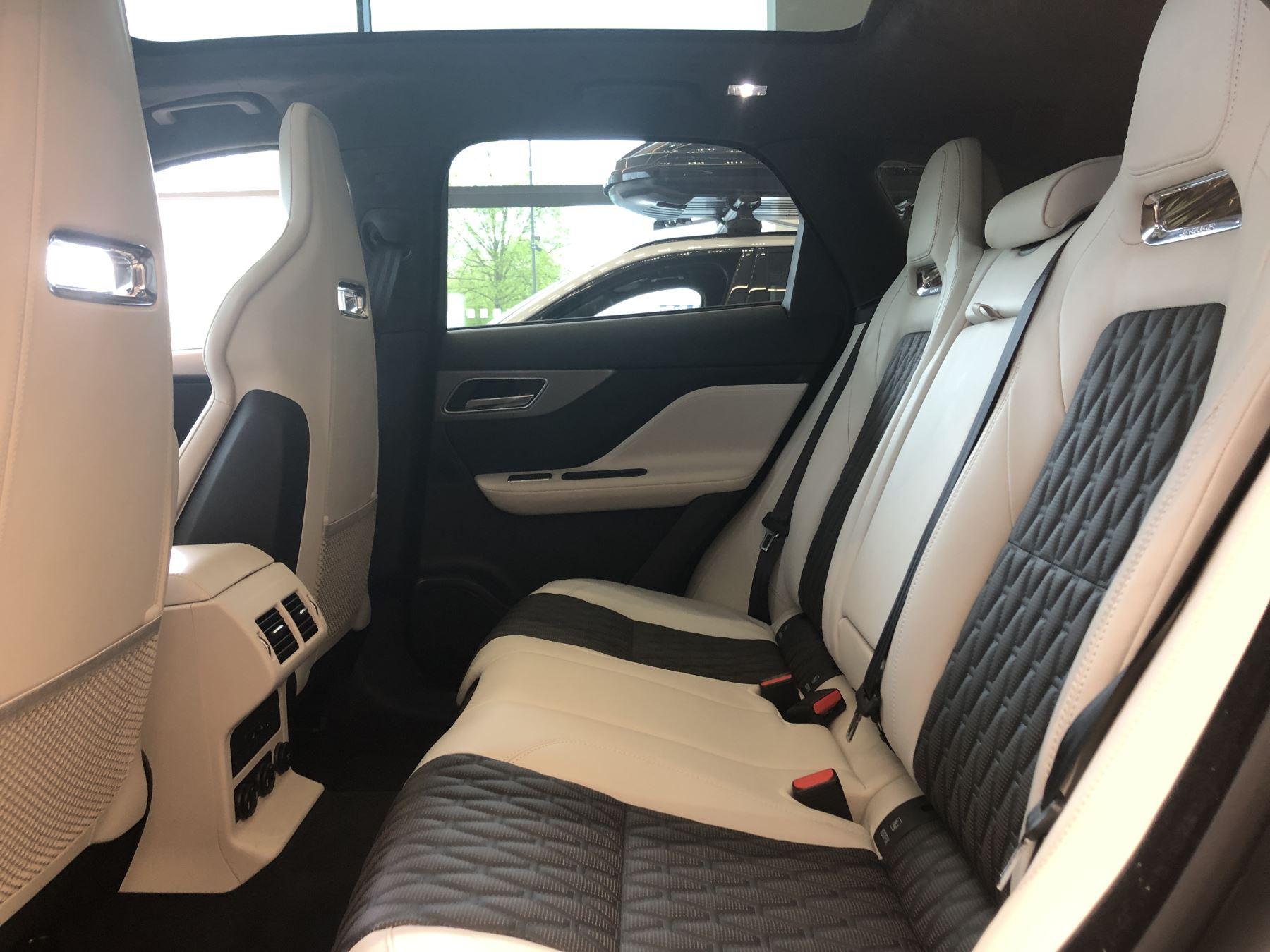 Jaguar F-PACE 5.0 Supercharged V8 SVR AWD image 6