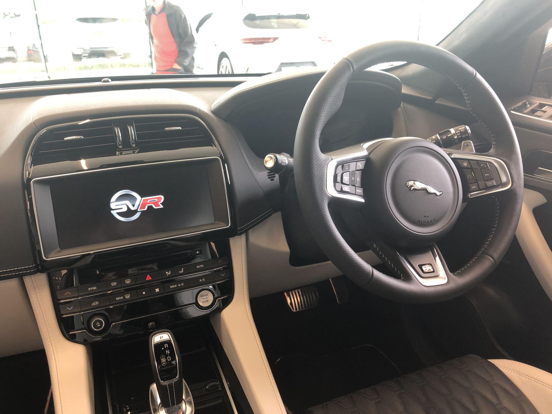 Jaguar F-PACE 5.0 Supercharged V8 SVR AWD image 8