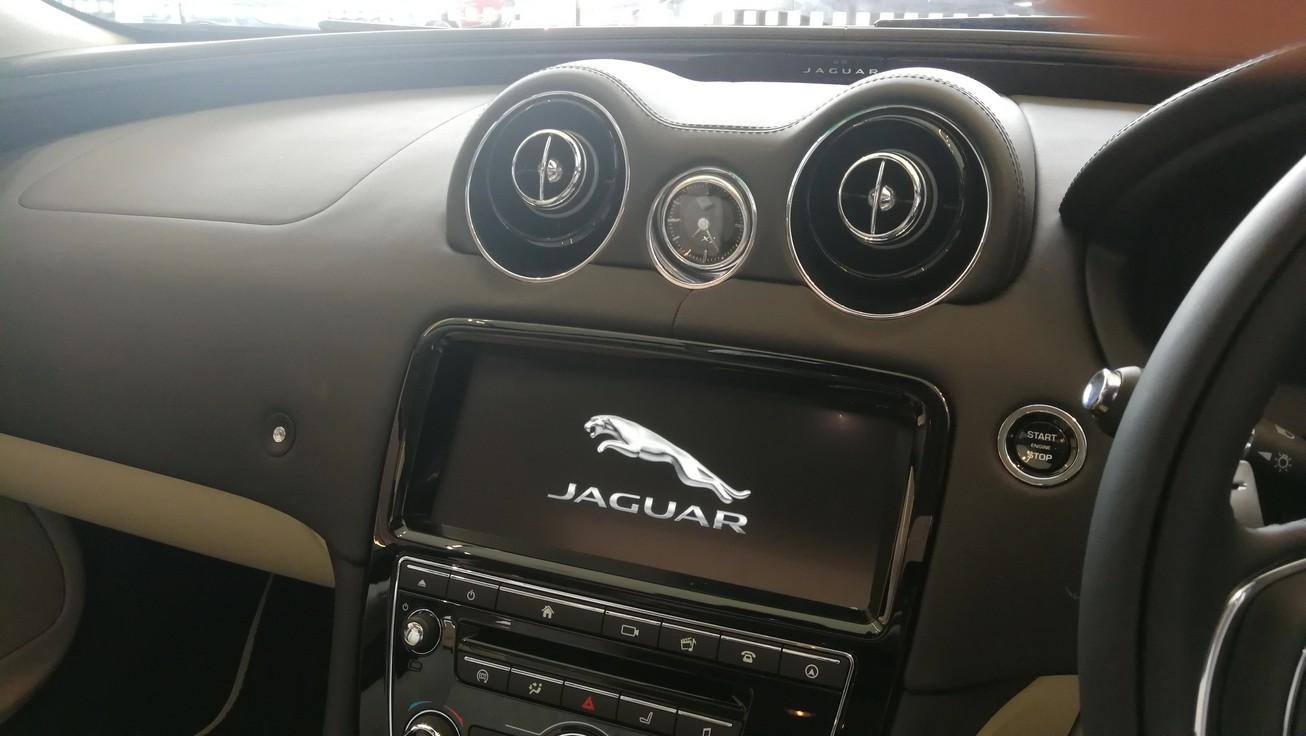 Jaguar XJ 3.0d V6 XJ50 [LWB] image 10