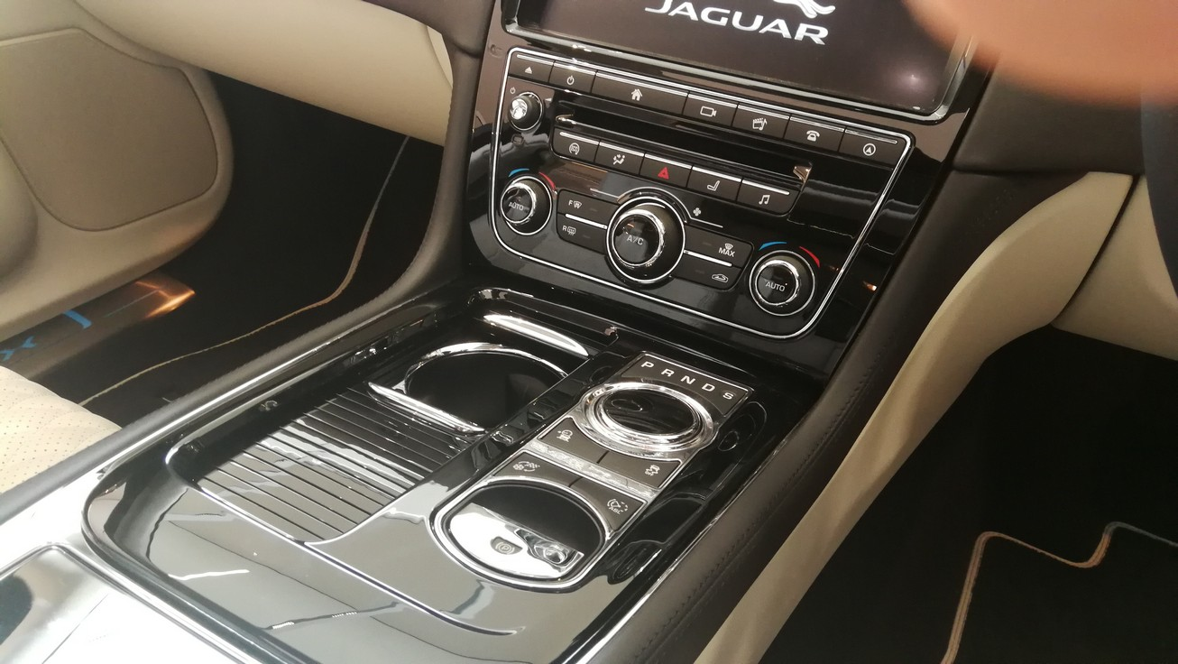 Jaguar XJ 3.0d V6 XJ50 [LWB] image 11