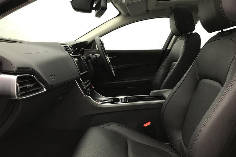Jaguar XE 2.0d [240] Portfolio AWD image 3