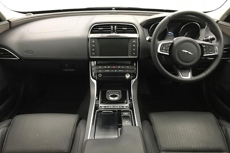 Jaguar XE 2.0d [240] Portfolio AWD image 9