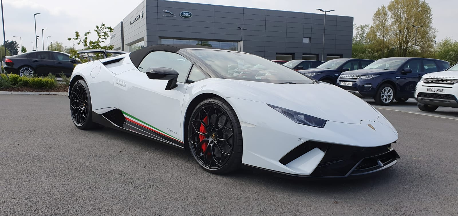 Lamborghini Huracan Performante Spyder 610-4 S-A  5.2 Automatic 2 door Convertible (2018) image